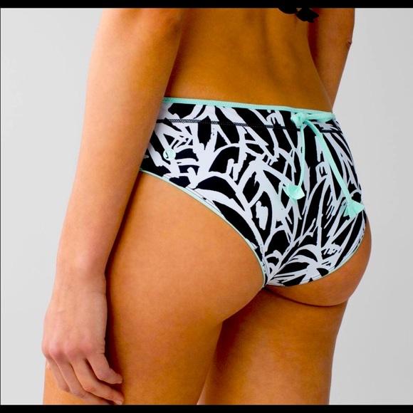 lululemon Salty Swim Reversible Bikini Bottoms: 6